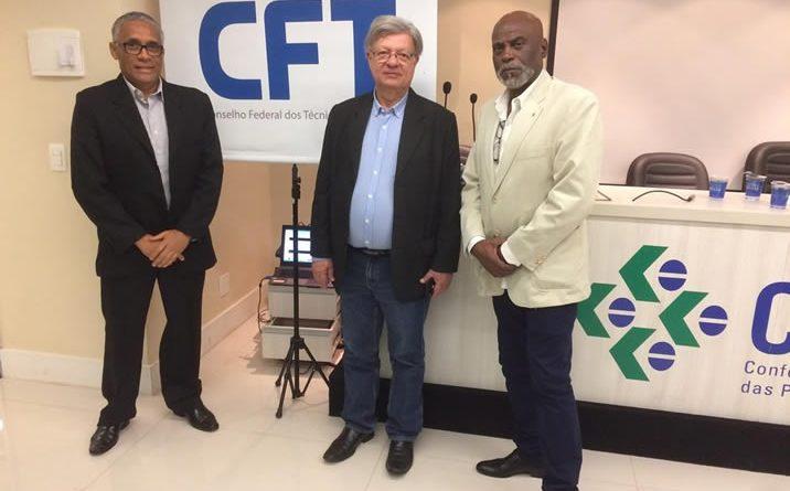 Diretores e filiados do CONTAE e diretores e  associados da ATEESP nas eleições do CFT